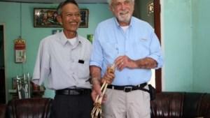 Amerikaanse arts geeft arm van Vietcongsoldaat na 47 jaar terug