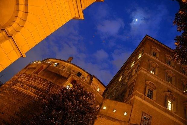 Top van Vaticaanse Bank stapt op