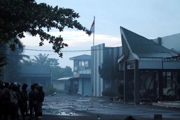 100 gedetineerden op de vlucht na rellen in Indonesische gevangenis