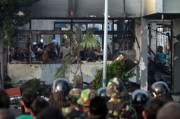 Duizendtal ordehandhavers krijgt Indonesische gevangenis onder controle