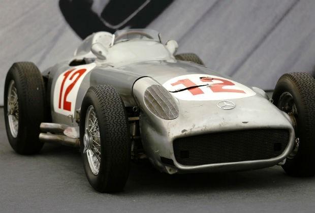 Bolide van F1-kampioen Fangio duurst geveilde ooit