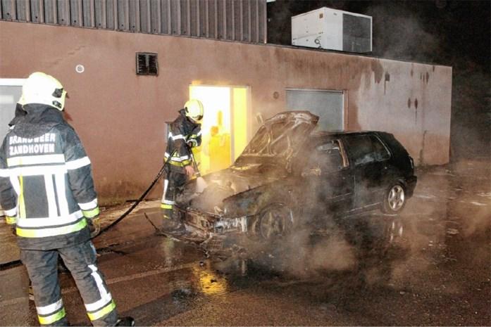 Brand in VW Golf zo goed als zeker aangestoken