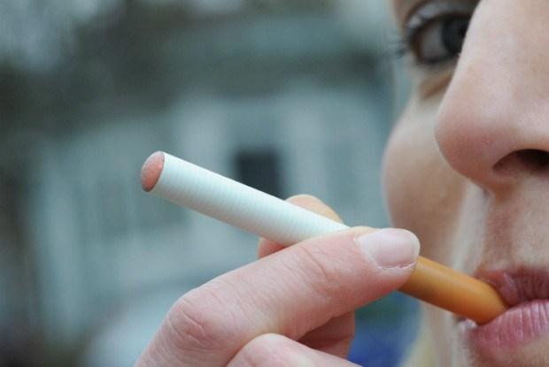 Elektronische sigaret ontploft in mond van Amerikaan