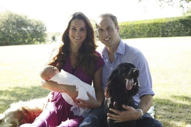Eerste officiële familiefoto met prins George