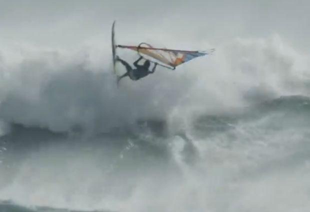 Hallucinante beelden van windsurfwedstrijd in Tasmanië (video)