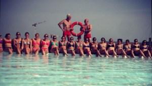 Red Panthers poseren in bikini aan Badboot