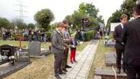 Filmploeg palmt kerkhof in