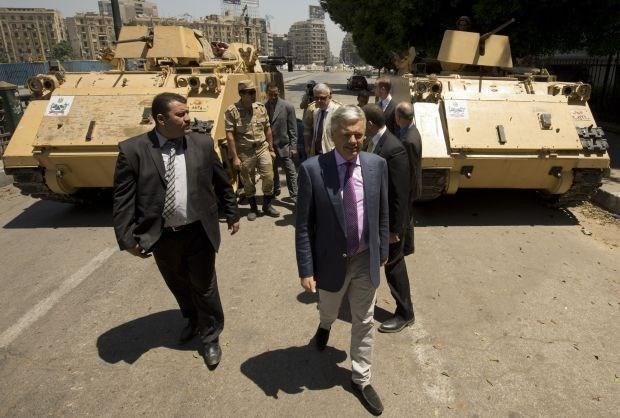 """Reynders klemgereden in Egypte"""
