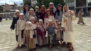 Hele familie figureert in Cavalcade