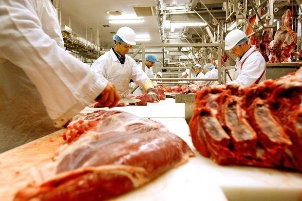 Ophef in Nederland over mogelijke uitwerpselen op vlees