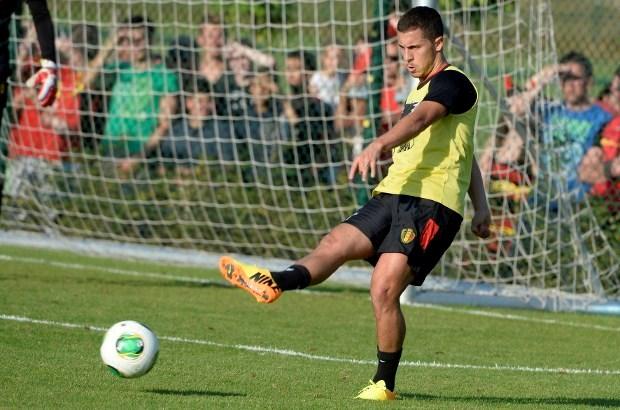 """Eden Hazard: """"Nog pijn, maar speel desnoods met inspuiting"""""""