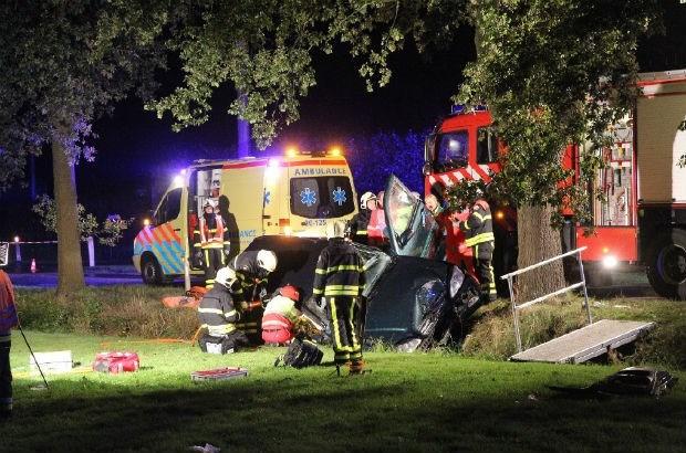 Man zwaargewond na botsing met boom in Baarle-Nassau