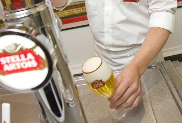 AB Inbev promoot online training verantwoord alcohol bedienen