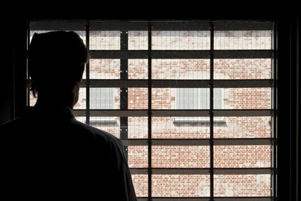 Ontsnapte gevangene raakt niet verder dan dak Gentse gevangenis