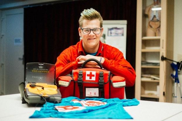 Brandon (20) richt jeugdafdeling Rode Kruis op