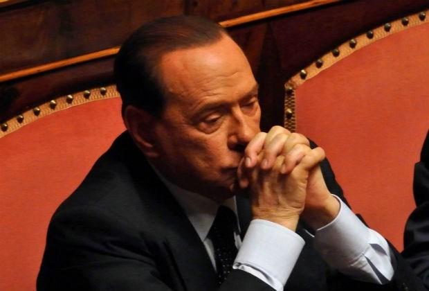 Ministers partij Berlusconi dienen ontslag in
