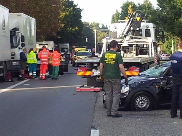 Brusselsesteenweg afgesloten door spectaculair ongeval