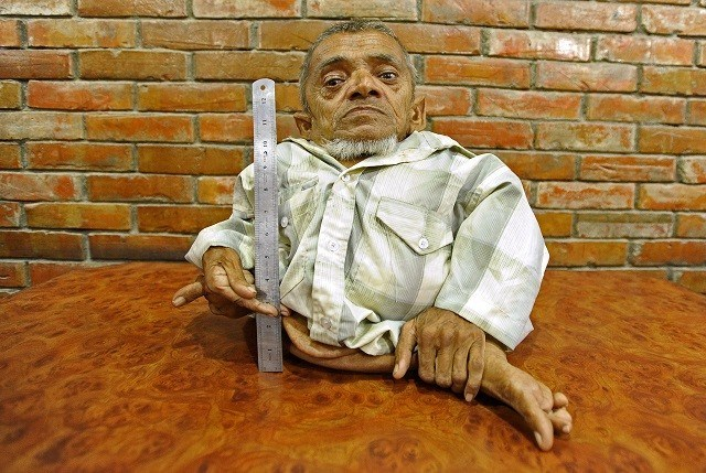 Nepalees van 41 cm groot claimt kleinste man ter wereld te zijn