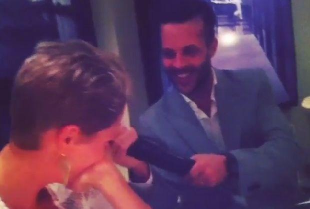 Anthony Kumpen slaat Hanne Troonbeeckx met dildo (video)