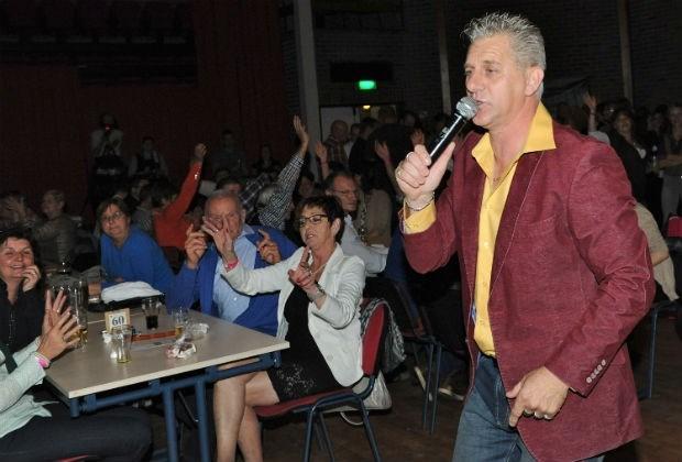 Fans René Redley verzamelen in De Wouwer