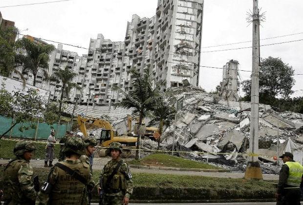 Elf doden na instorting luxegebouw in Colombia