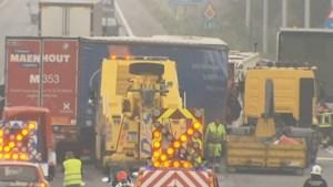 Trucker komt om bij kettingbotsing op E40