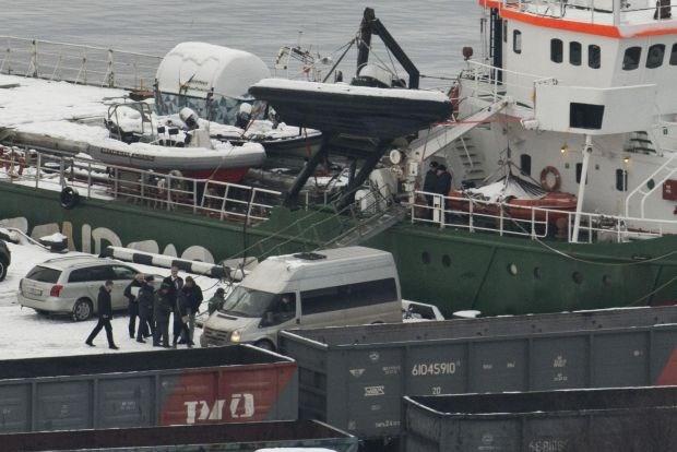 Rusland klaagt 4 opvarenden van Greenpeace-schip aan