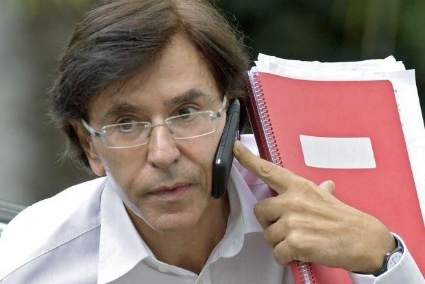 Di Rupo bant gsm's van geheime vergaderingen