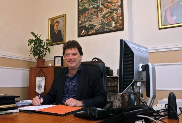 Vlaams Parlement betaalt burgemeester 348.000 euro uittredingsvergoeding