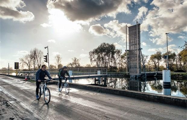 Canal Louvain-Dyle et Senne : construction des ponts cyclistes Brug-aan-zennegat-na-jaar-nog-niet-open-id5068116-620x400
