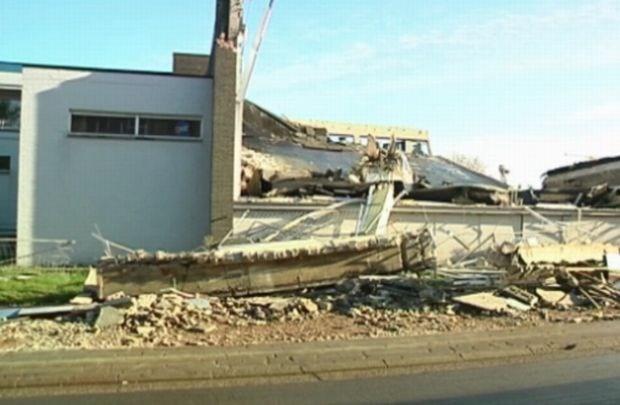 Zwembad naast Limburgse school stort in net na belsignaal