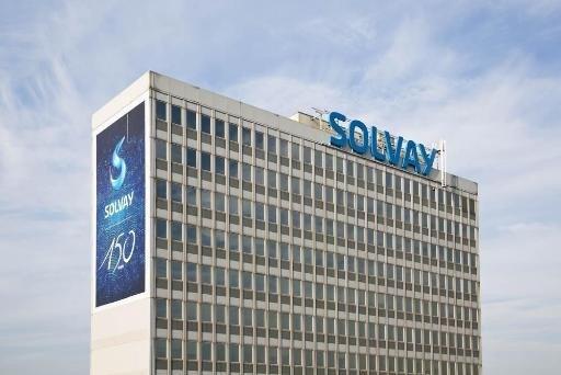 Solvay stelt winstverwachting voor 2016 neerwaarts bij