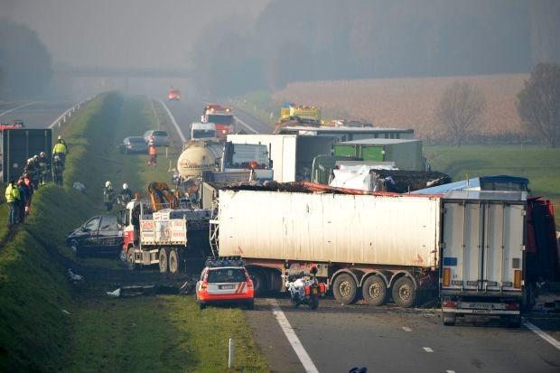 Tankwagen met gevaarlijke stoffen op A19 gestabiliseerd