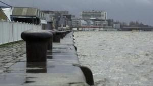 Stad waarschuwt voor hoog water aan kaaien