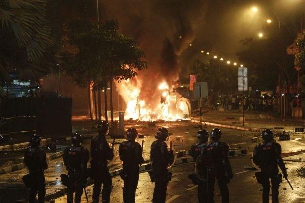 Singapore verbijsterd na hevige rellen tussen buitenlanders en politie