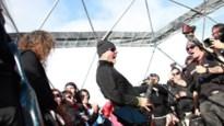 Metallica leert pinguïns wat metal is (video)