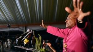 Desmond Tutu toch naar begrafenis Mandela