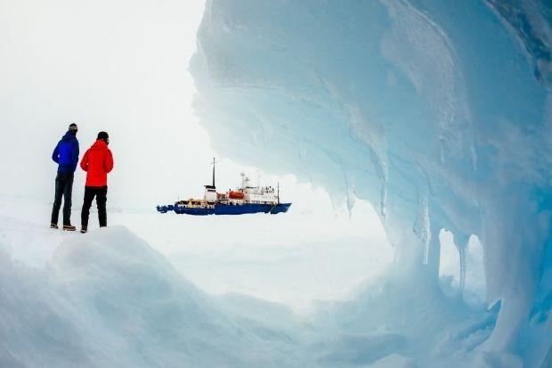 Australische ijsbreker raakt niet tot bij gestrand onderzoeksschip