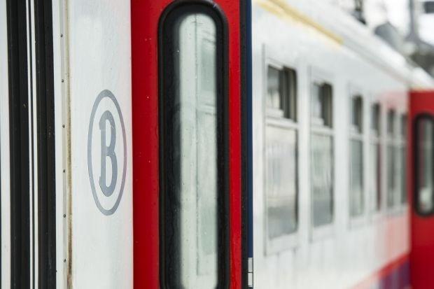Reizigers geblokkeerde treinen geëvacueerd