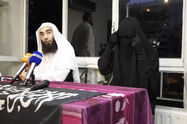 Belkacem en vermeende Syriëstrijders blijven in cel