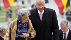 Koning Albert en koningin Fabiola halen broeksriem aan