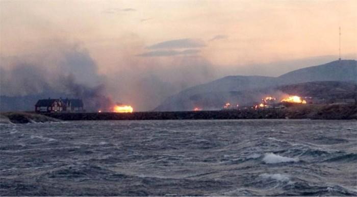 Noors dorp gaat in vlammen op