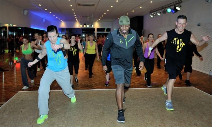 Amerikaanse bokwa-uitvinder eregast tijdens les in Dance Duplex