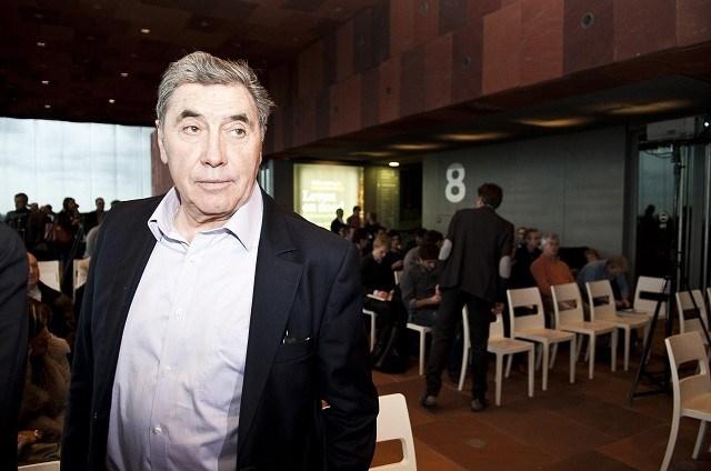 Eddy Merckx herstelt van dubbele ribbreuk en barst in sleutelbeen