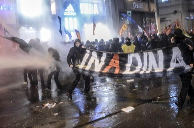 Turkse politie zet waterkanon in bij protest tegen internetwet
