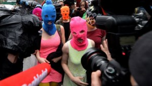 Pussy Riot brutaal aangepakt in Sotsji (video)