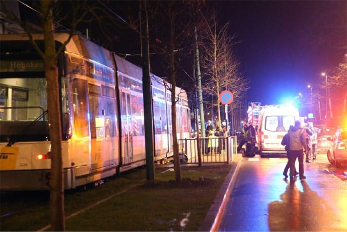 Man (25) in kunstmatige coma na aanrijding door tram