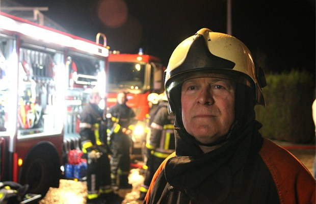 collega s brandweer wuiven sergeant majoor uit