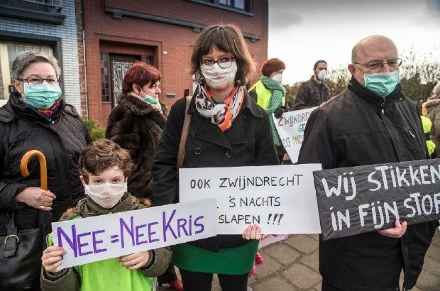 Burgemeester-met-mondmasker voert mee actie tegen Oosterweel