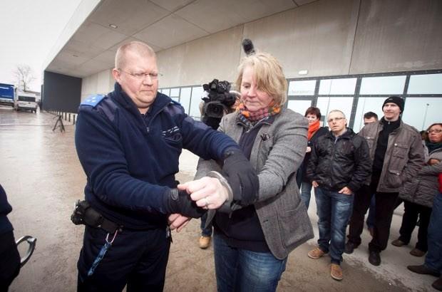 100 vrijwilligers laten zich drie dagen lang opsluiten in gevangenis Beveren